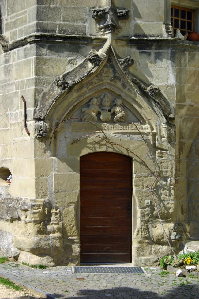 060408.2C Colombier_château porte de la tour XVe.JPG