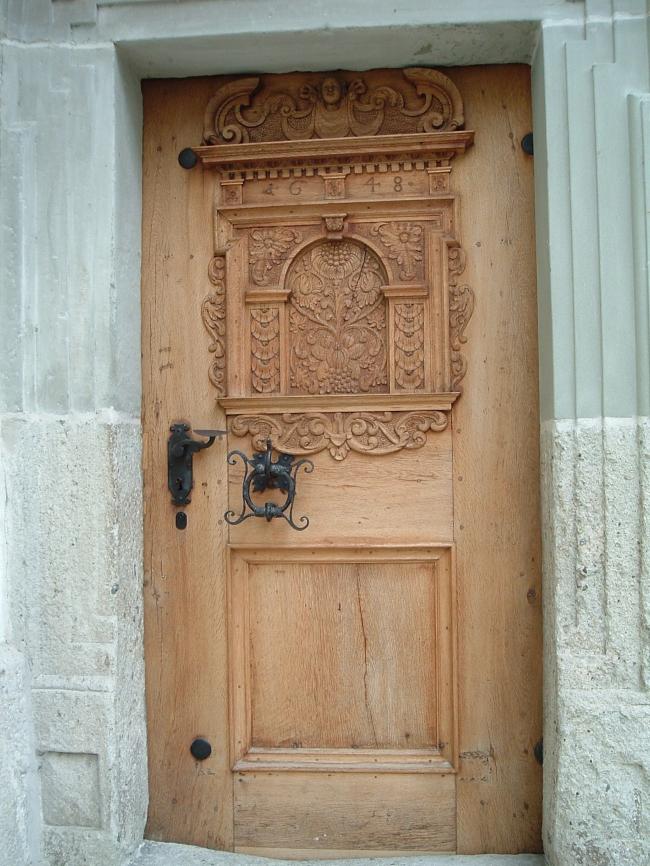040713.5AS Laupen_château porte ouvragée.JPG