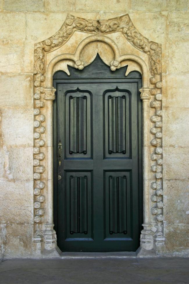 060412.9C Lisbonne Belém_m. dos Jerónimos cloître une porte.JPG