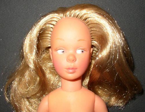 Marie-Claire chevelure blond vénitien / colour of her hair is venitian blond
