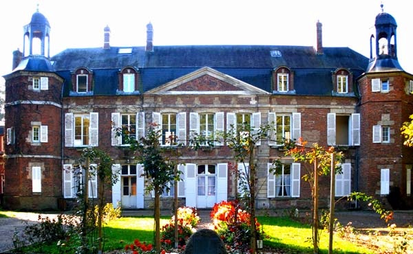 http://static.blog4ever.com/2006/01/8761/chateaubeaufresne.jpg
