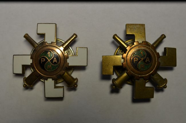 Insignes de poitrine du 1er régiment d'artillerie motorisée