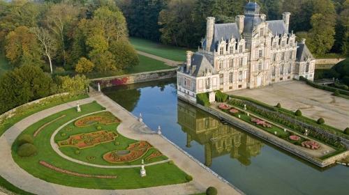 chateau-de-beaumesnil.jpg