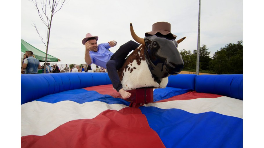 le-rodeo-mecanique-gonflable.jpg