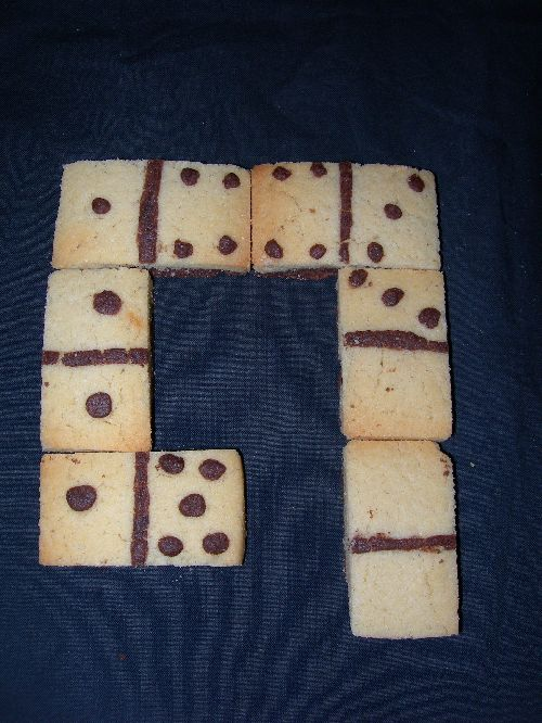 biscuits dominos