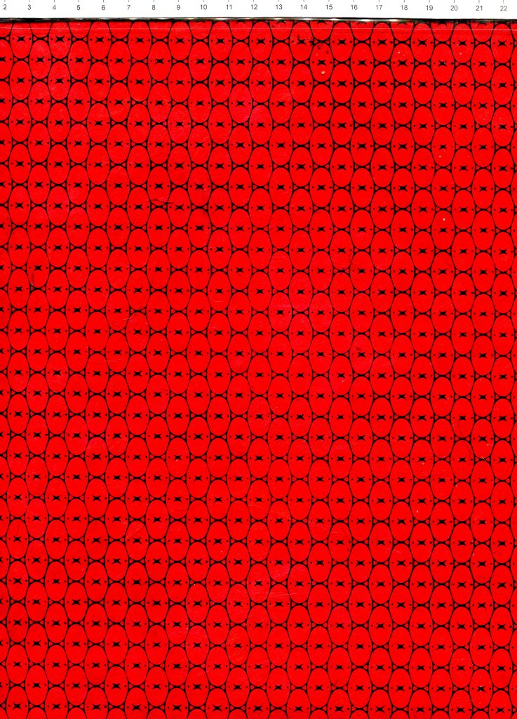 oval noir fond rouge.jpg