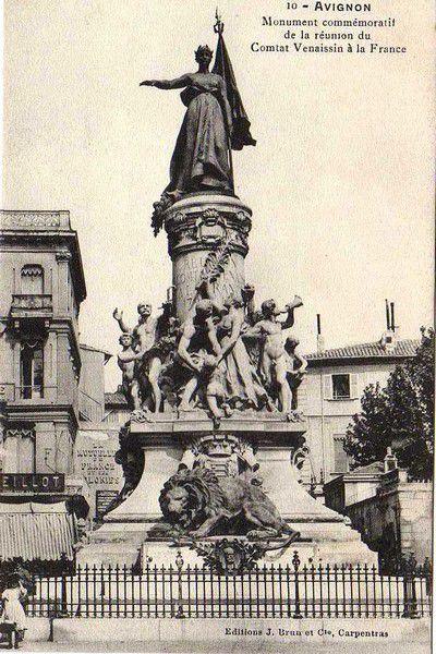 A Avignon, Monument commémoratif de la réunion du Comtat Venaissin à la France.