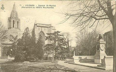 Square Saint-Martial et Monument du Félibre Roumanille à Avignon