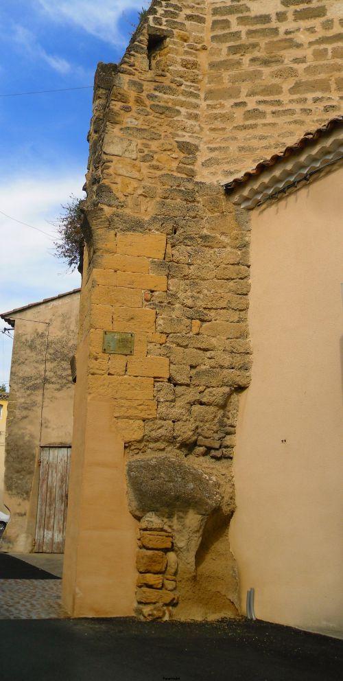 Reste de vieux Remparts à Entraigues sur La Sorgue