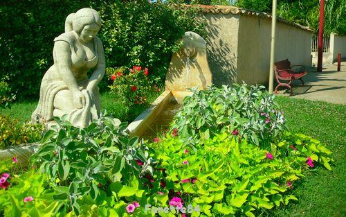 Statue Lavandiére à Entraigues sur La Sorgue