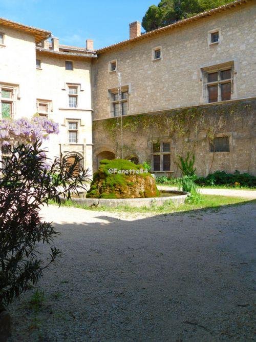 Cour du château à Saint Didier