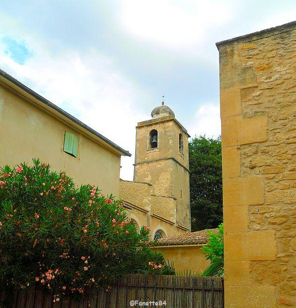 Église paroissiale Saint-Pierre (1844) avec clocher (1746) à Lagnes