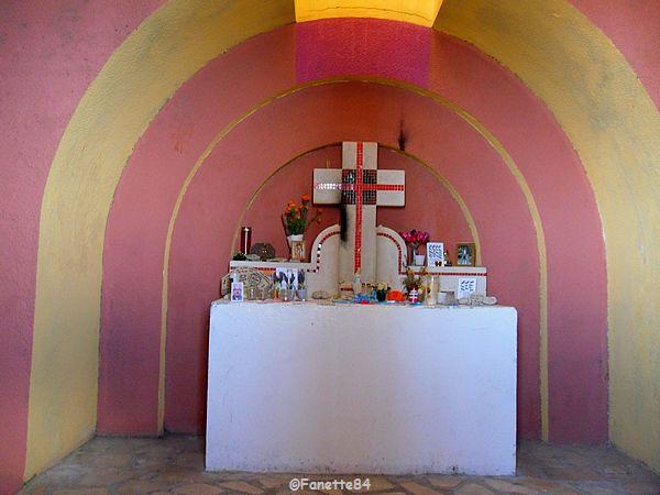 Intérieur de la chapelle Ste Croix du Mont-Ventoux 2015
