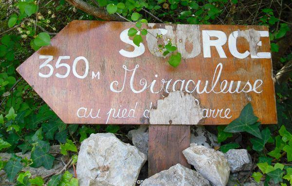 Panneau de la source miraculeuse à St Gens