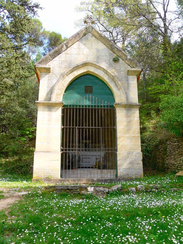 Petite chapelle sur le parcours de la source miraculeuse de St Gens