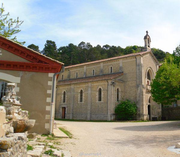 Place de l'église à St Gens