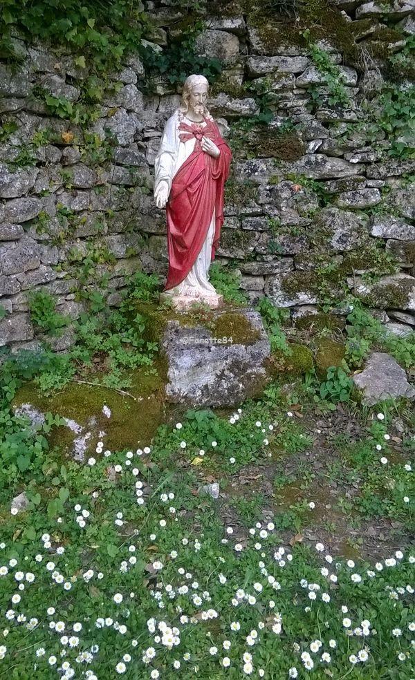 Statue sur le parcours de la source miraculeuse de St Gens