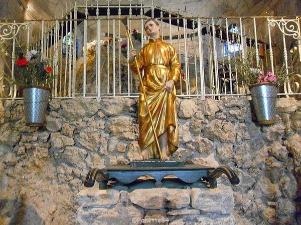 Statue de St Gens dans l'église