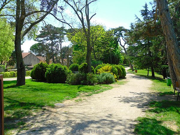 Jardin public à Valréas