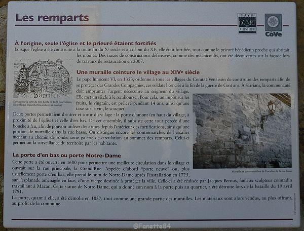 Panneau explicatif des remparts à Sarrians