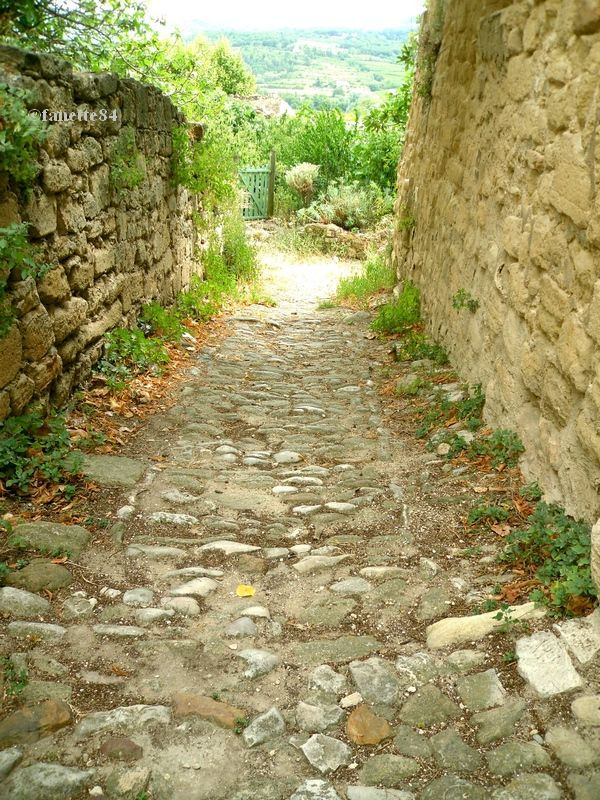 Rue caladée à Mormoiron
