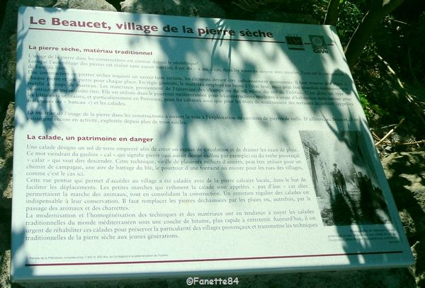 Le Beaucet. Panneau explicatif village de pierres séches