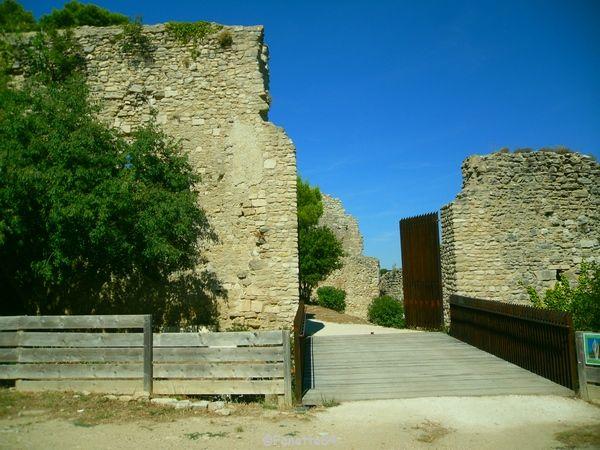 Le Beaucet, l'entrée du château