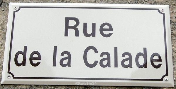 Plaque de rue. Rue en calade