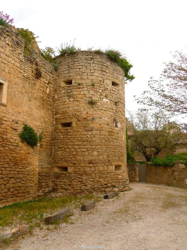 2 éme tour du château de Cabrières d'Avignon