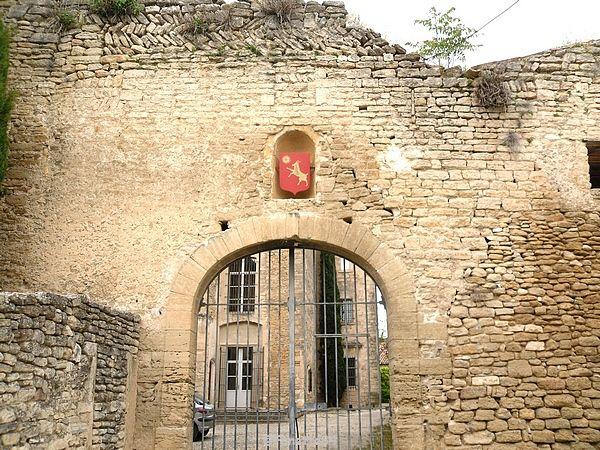 Entrée du château de Cabrières d'Avignon