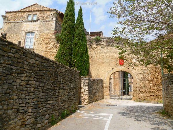 L'entrée du chateau de Cabrières d'Avignon