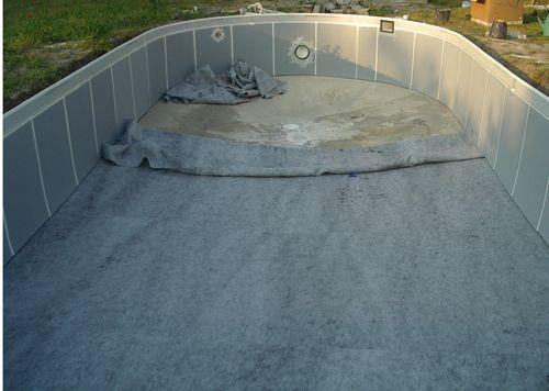 Pose du feutre de sol montage de notre piscine waterair for Pose feutre piscine