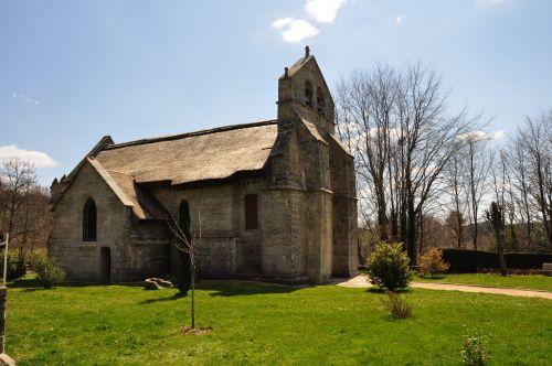 L'église de Lestards : la seule en France au toit de Chaume