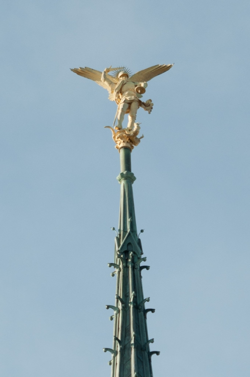 Statue_de_Saint-Michel_Mont-Saint-Michel.jpg