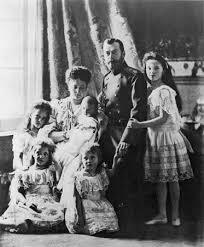 Nicolas II et sa famille.jpg