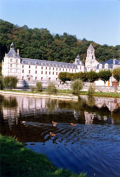BRANT&Ocirc;ME : L'ABBAYE SE REFL&Ecirc;TANT DANS L'ISLE