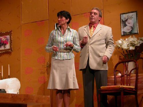 La surprise la comedie des celestins for Duos sur canape