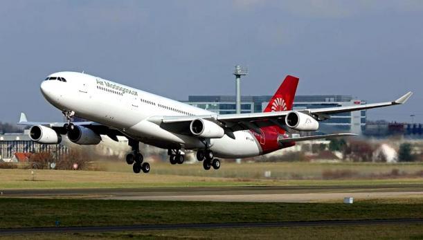 air_mad_-_airbus_a340-300_dr.jpg