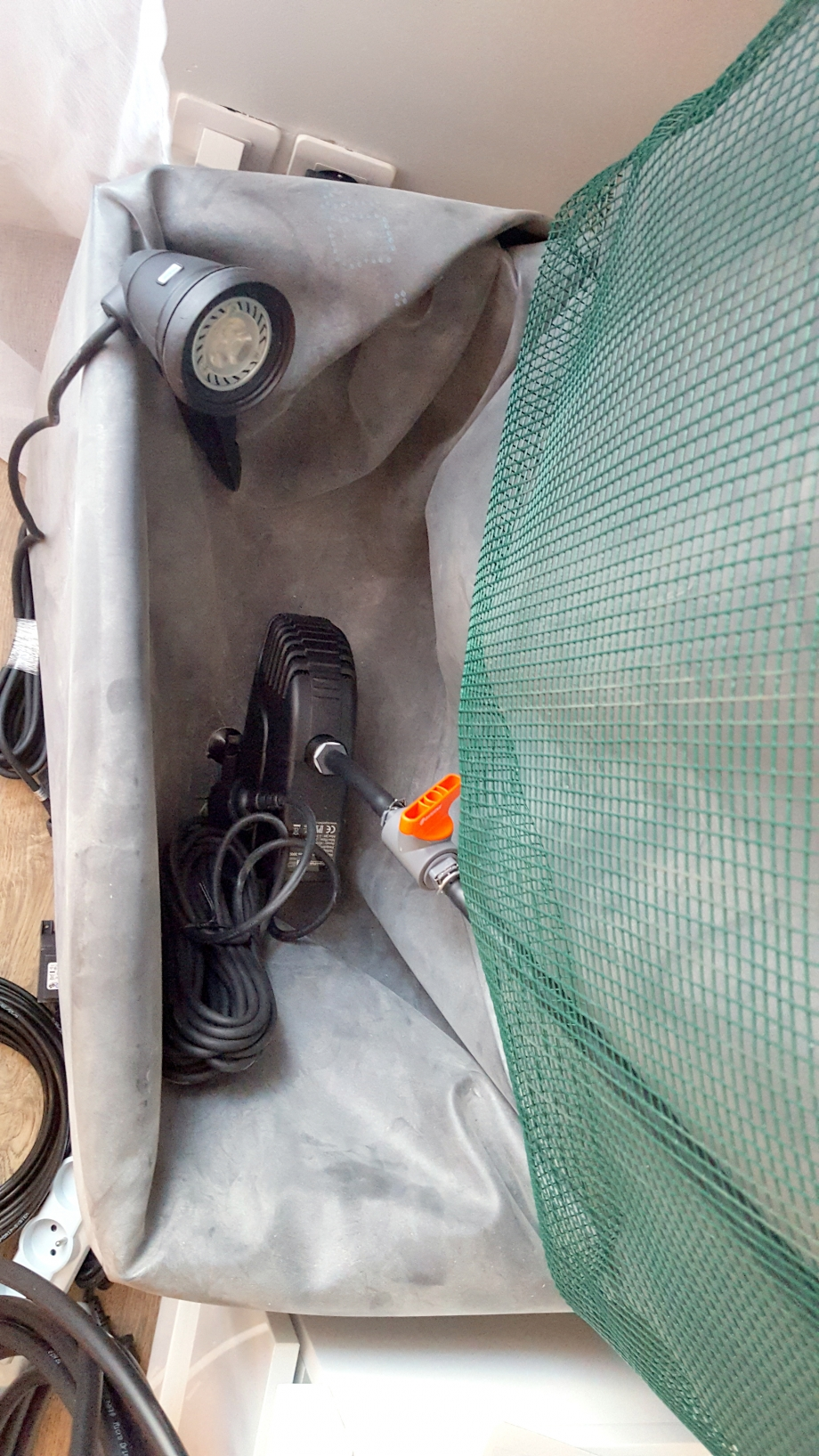 préparation pompe et spot mur 18 fev 17.jpg