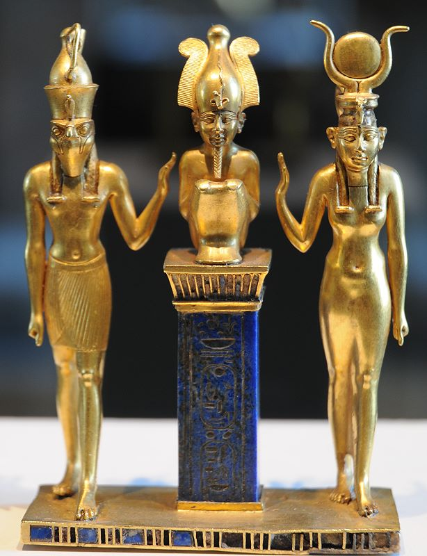 110-1-Triade-Osorkon-II-Horus-Osiris-Isis-Musee-Louvre-Paris-614x800.jpg
