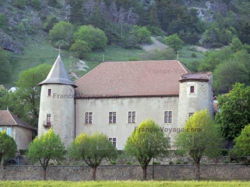 chateau-de-montmaur-02.jpg