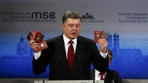 porochenko et passeports.JPG