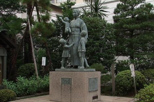 womens_sacrifices_commemoration_yasukuni_shrine_chiyoda_tokyo_japan_photo_wiki-001.jpg