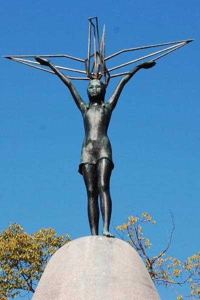 1752061-Sadako-Sasaki-Statue-002.jpg