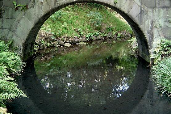 full-moon-bridge-engetsukyo-at-koishikawa-korakuen-tokyo-japan-by-gordon-joly-wc-001.jpg