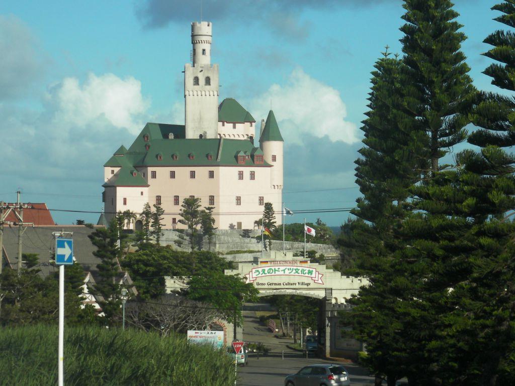 un château à découvrir - ajonc - 9 mai trouvé par Martine - Page 2 Big_artfichier_240173_1278158_201210061944974