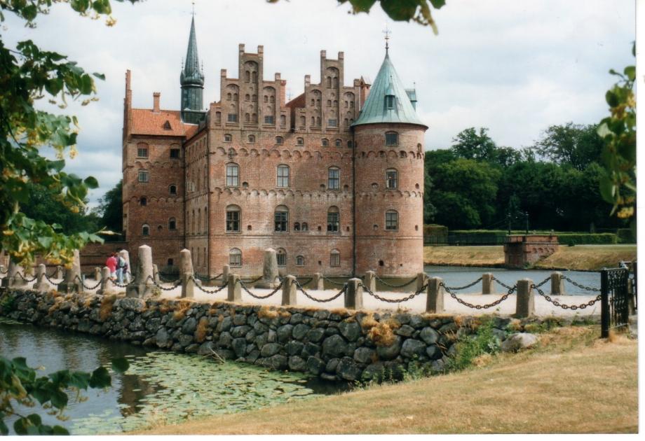 Chateau d'Egeskov.jpg