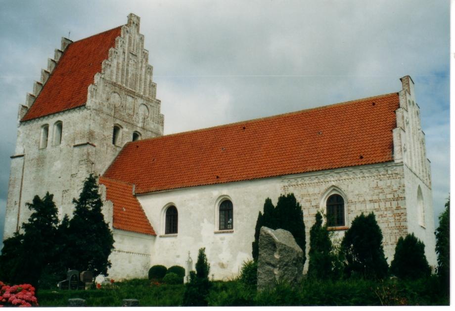 Eglise sur l'ile de Mon 1.jpg
