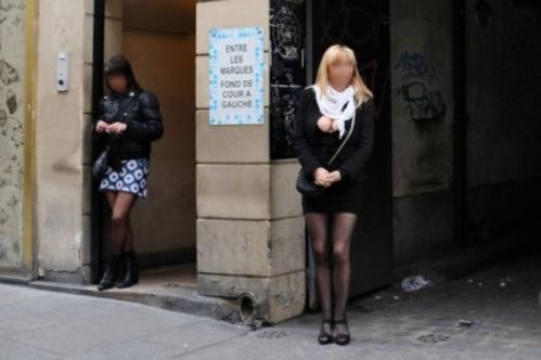 292237-des-prostituees-rue-saint-denis-a-paris-le-13-avril-2011.jpg