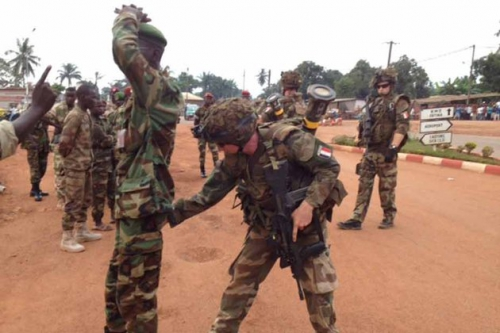 bangui-seleka-centrafrique-desarmement-milices-armee-francaise-XAVIER-YVON-930620_scalewidth_630.jpg